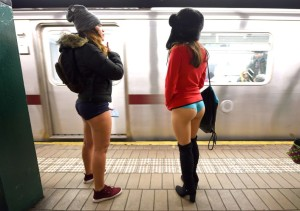 TOPSHOTS-US-OFFBEAT-NO PANTS SUBWAY RIDE
