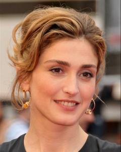 26 Julie Gayet