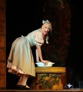 02a Anna Peller as Marcza