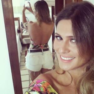 05 Livia Andrade selfie