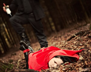 strange-illusions-02-red-riding-hood-1